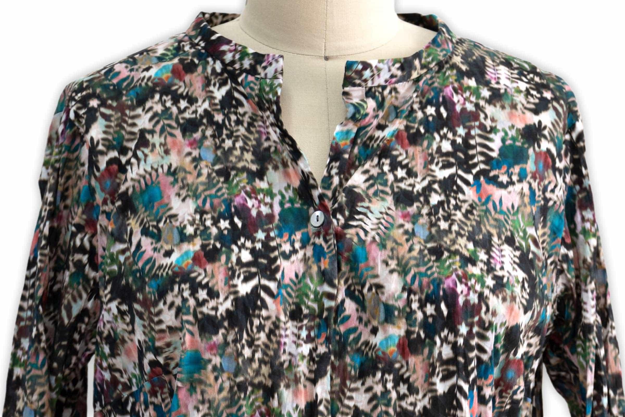 Marcy Tilton uses Vogue 1750 to make a Liberty Tana Lawn tunic.